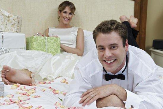 الجماع الأول في ليلة الزفاف الأولى