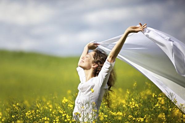 طريق السعادة يبدأ بالرضا