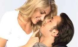 حيل ذكية تثير رغبة زوجك الى العلاقة الحميمة.